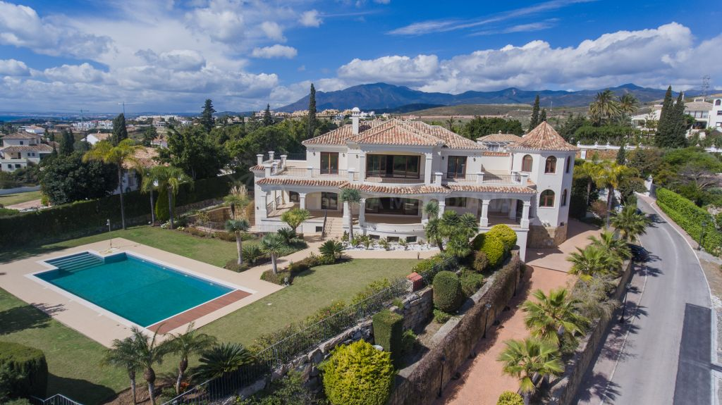 Estepona, Traditional Andalusian 7 bedroom villa for sale in El Paraiso Alto, private pool, sea views and garage for 3 vehicles