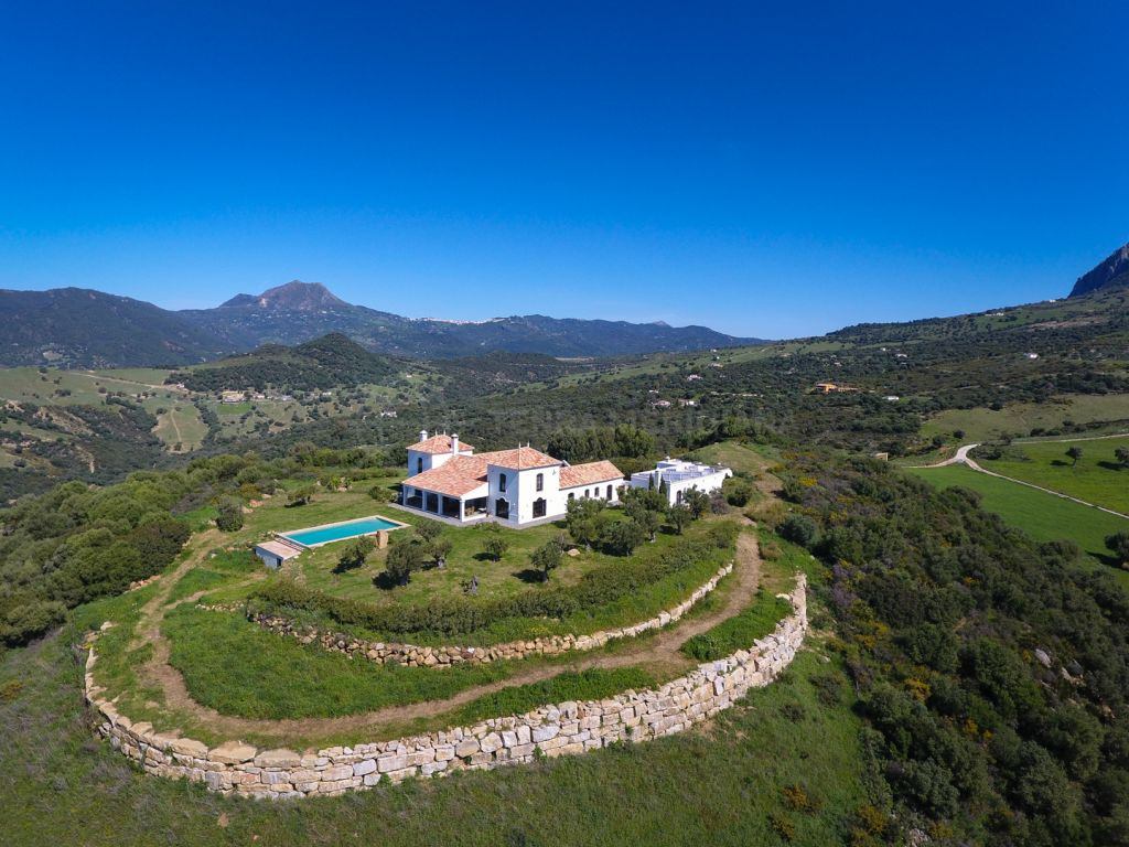 Casares, Cortijo style villa with spectacular vantage point and panoramic views, for sale in Casares
