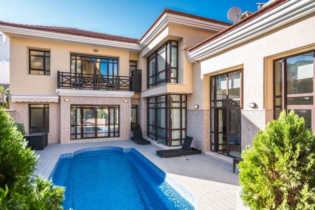 Marbella - Puerto Banus, 3 bedroom villa in Bahia de Banus, second line beach and walking distance to amenities with 24 hour security and private pool