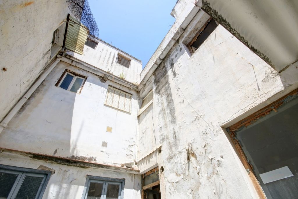 Estepona, Large plot with townhouse ruin for sale in Estepona old town