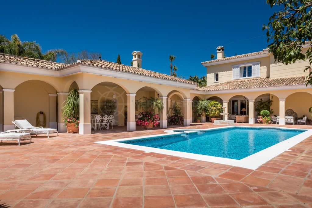 Sotogrande, Beautiful family villa for sale on the Kings and Queens in Sotogrande Costa, walking distance to all amenities