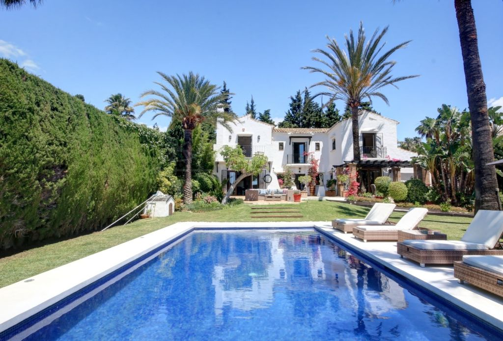 Nueva Andalucia, Immaculate Andalusian villa for sale in Nueva Andalucia, modernized interiors and private pool, walking distance to Puerto Banus
