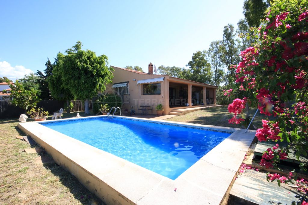 Estepona, Andalusian style villa on one level for sale in El Padron, Estepona