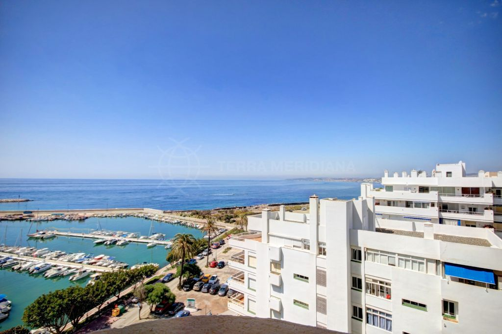 Estepona, Apartment for sale with excellent sea views and direct access to the port of Estepona