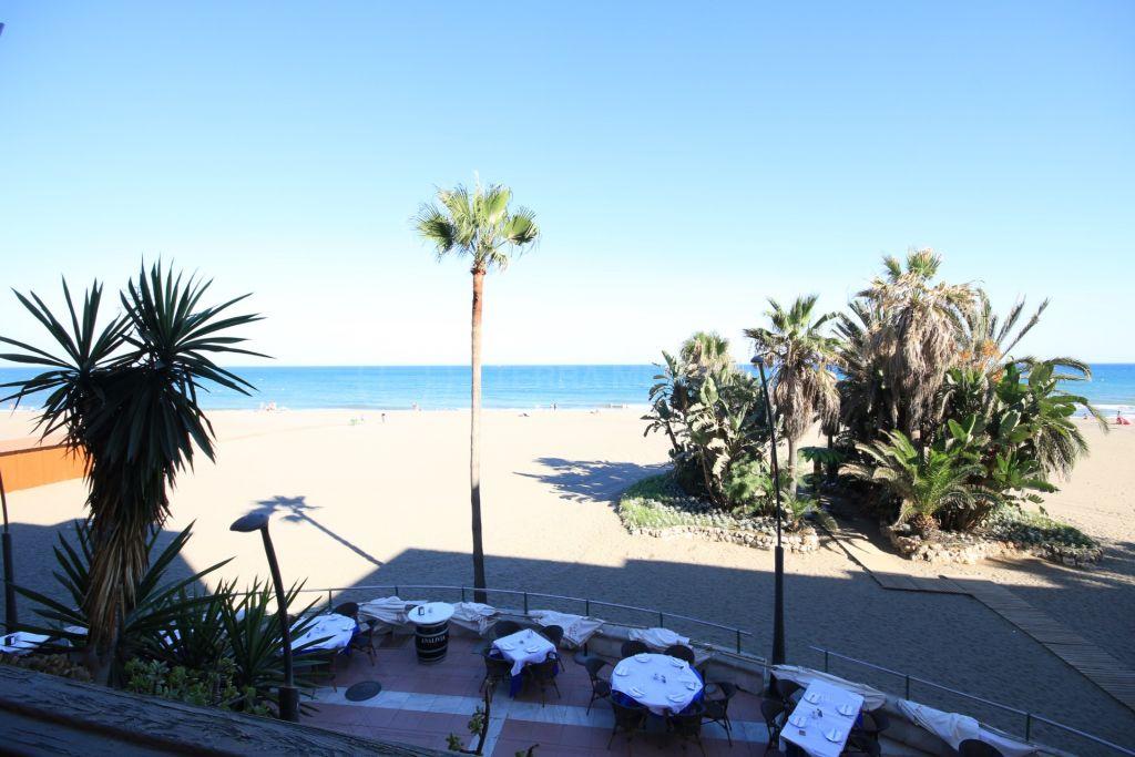 Estepona, Frontline beach apartment for sale in the centre of Estepona