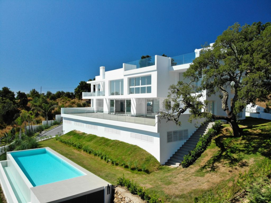 Marbella East, New-build, contemporary villa for sale, with infinity pool and far-reaching views, La Mairena, Marbella East