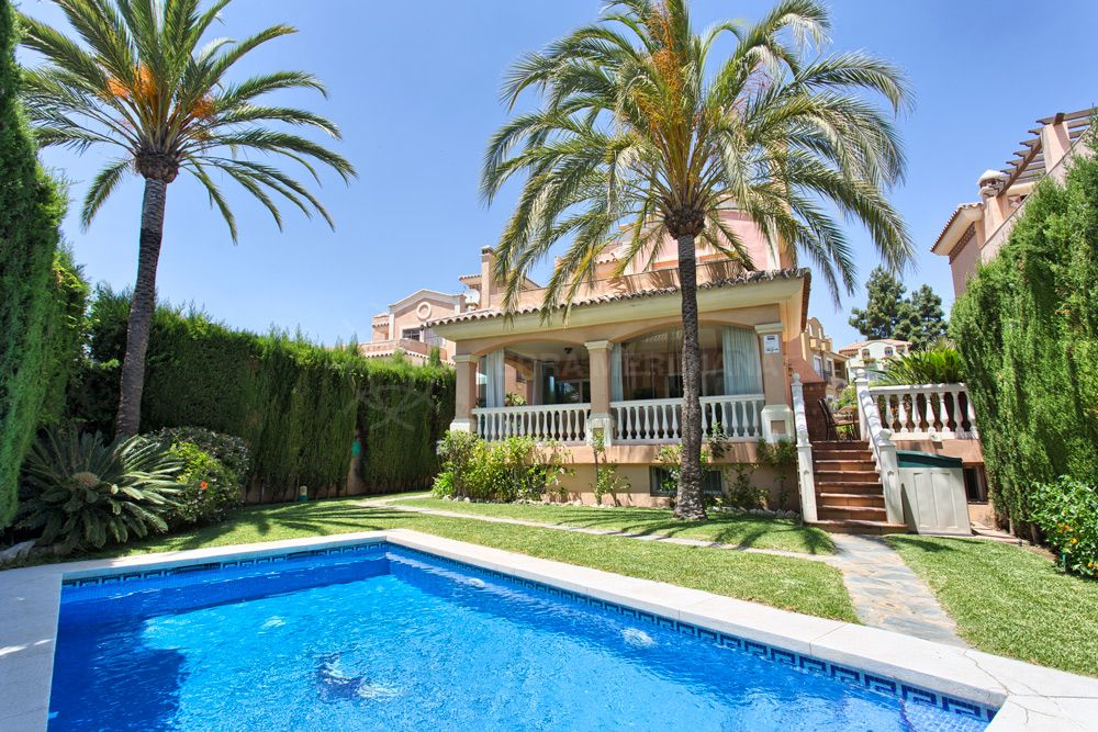 Marbella Town, Large, classically designed family villa, with swimming pool and sea views, close to Marbella town centre