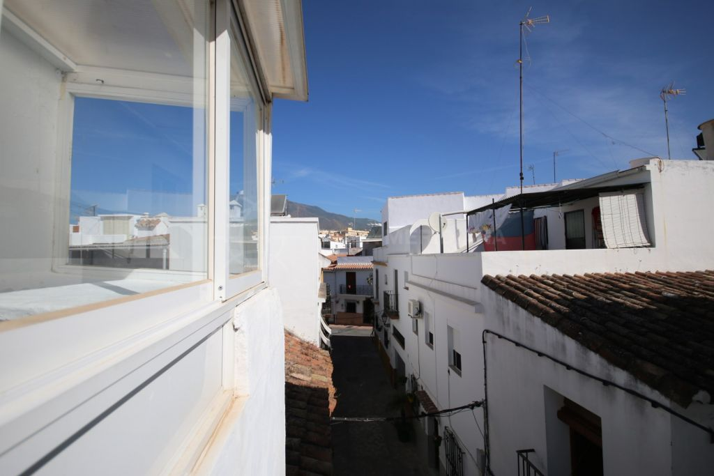 Estepona, RENTED - Quaint townhouse for sale in Estepona old town, close to all amenities.
