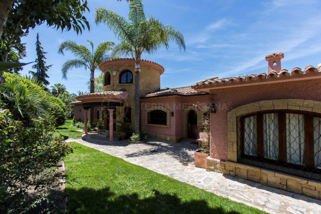 Estepona, Recently refurbished front-line golf villa, with heated pool and mature gardens, El Paraiso Medio, Estepona