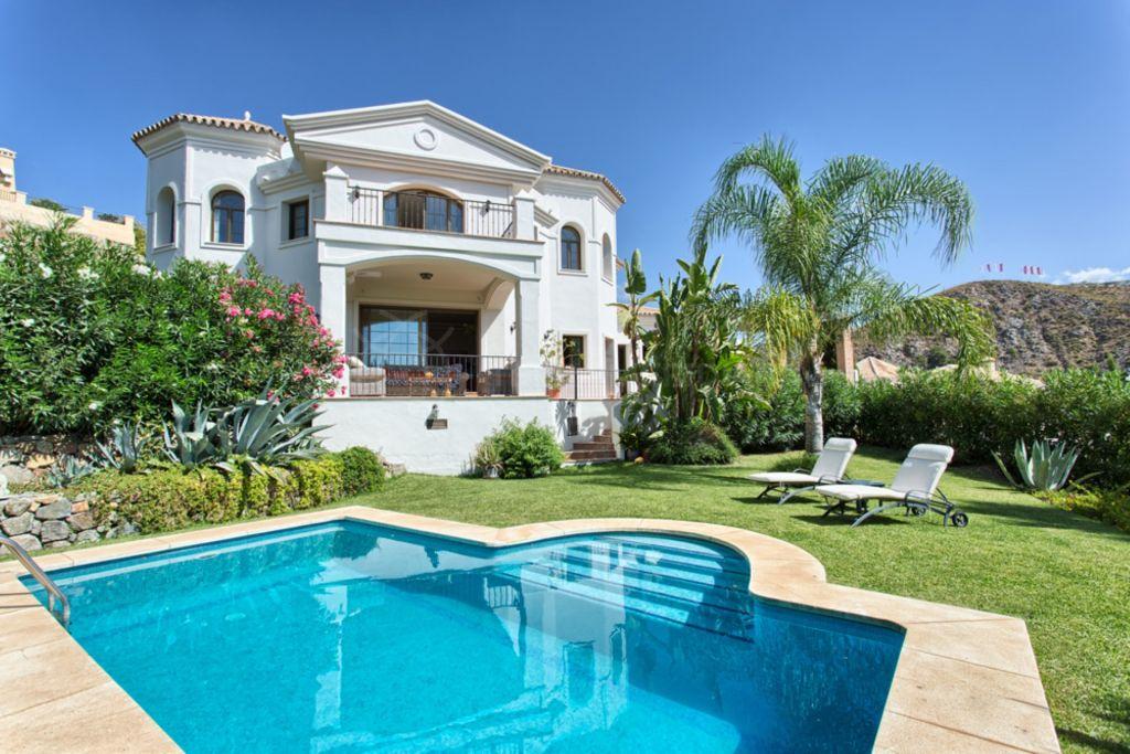 Benahavis, Classically designed family villa, in gated community with private pool, Las Lomas de la Quinta, Benahavís