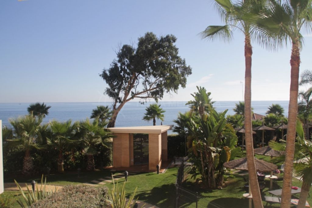 Estepona, Front-line beach duplex penthouse for sale, with plunge pool, indoor and outdoor pools, Bahía de la Plata, Estepona