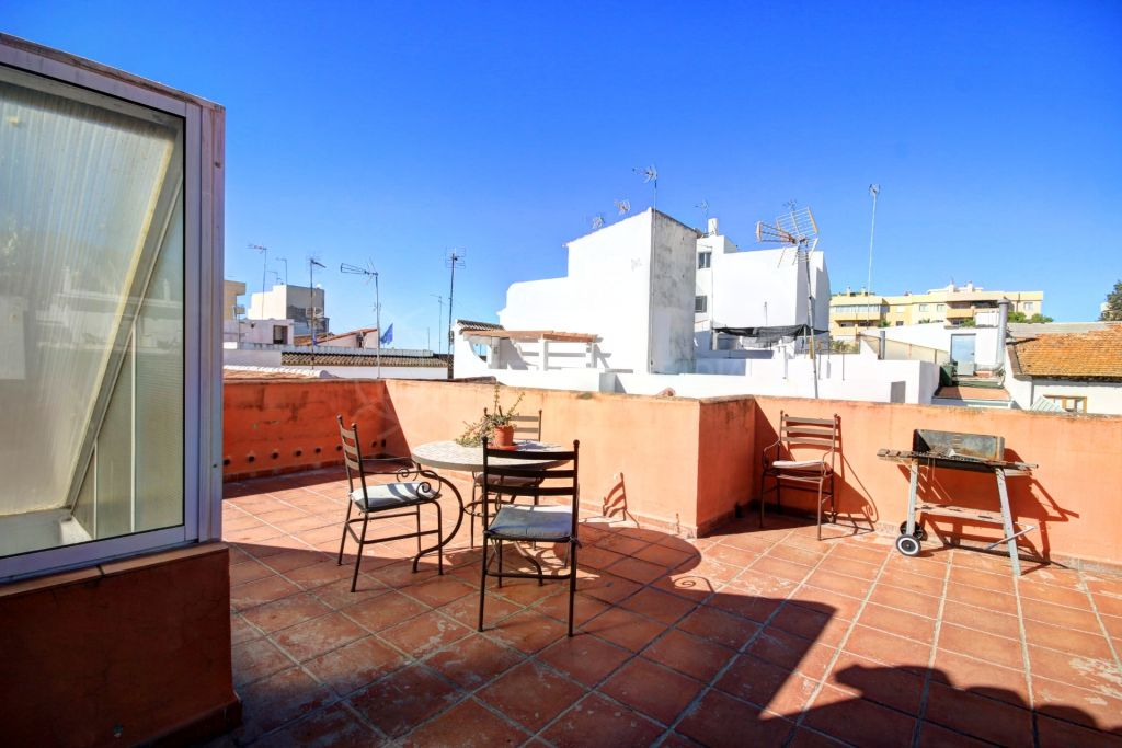 Estepona, Great townhouse for sale in the old town of Estepona, move in condition 2 streets from the beach.