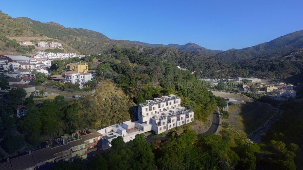 Benahavis, Brand-new townhouse for sale, with communal pool and mountain views, Mirador de Moraleda, Benahavís