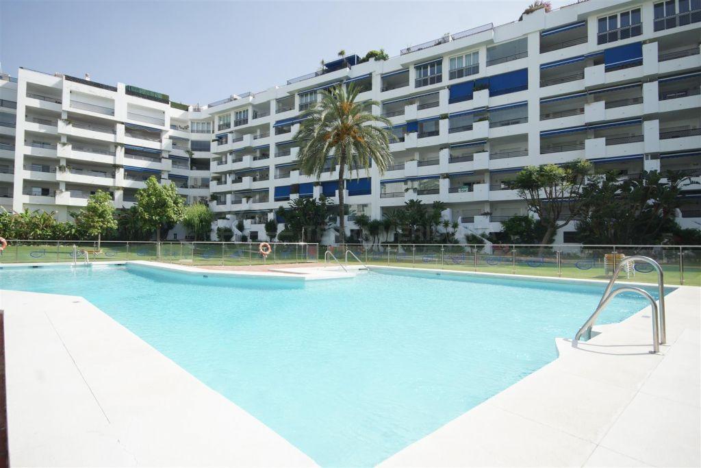 Marbella - Puerto Banus, Penthouse apartment for sale in Terrazas de Banus, with sea views and private terrace close to Marbella centre