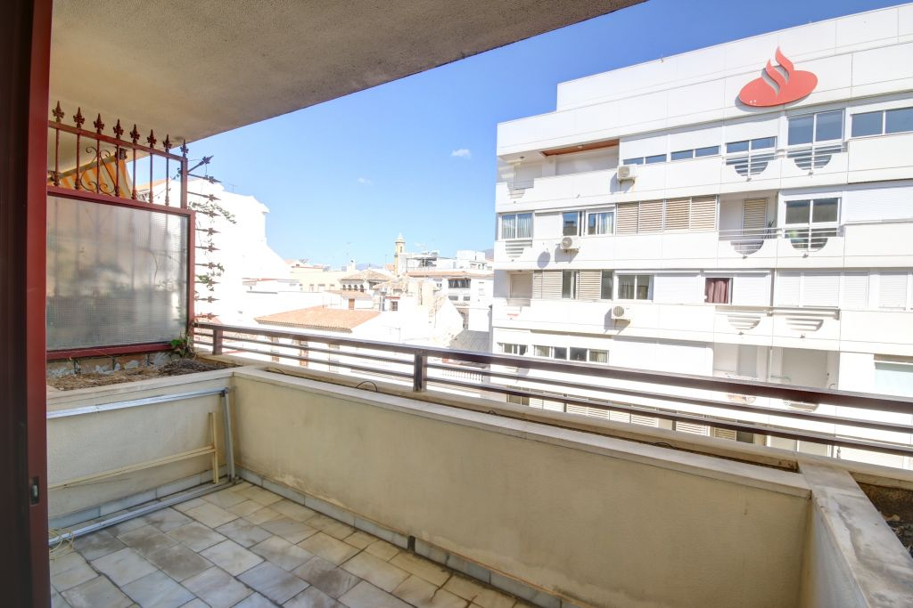 Estepona, Office for sale in Estepona town centre, on front-line beach complex with communal swimming pool.