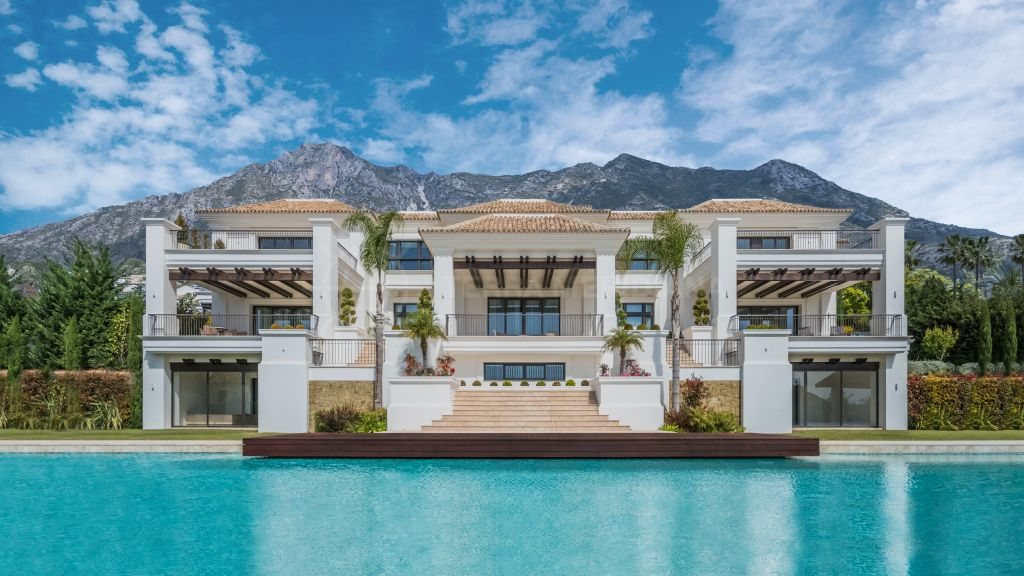 Marbella Golden Mile, Stunning new modern villa with breathtaking views for sale in Sierra Blanca, Marbella