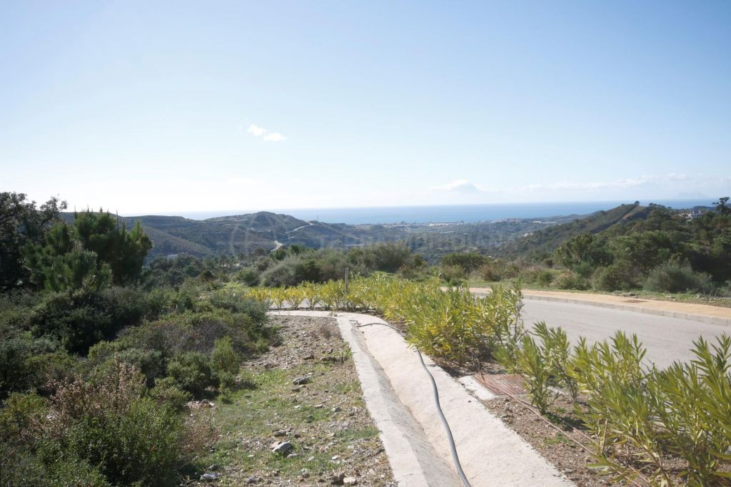 Benahavis, Stunning flat plot with magnificent views for sale in the Marbella Club Golf Resort, Benahavis