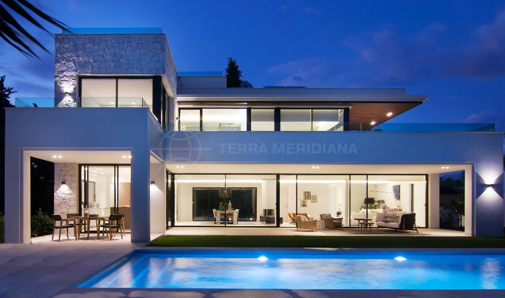San Pedro de Alcantara, Spectacular new 4 bedroom villa for sale, 200 meters from the beach, Guadalmina Baja