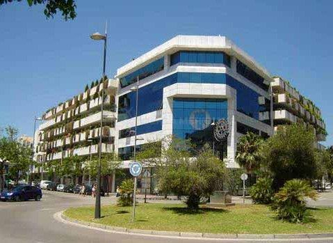 Marbella - Puerto Banus, Fantastic office for sale in the centre of Puerto Banus by the most popular plaza en the coast