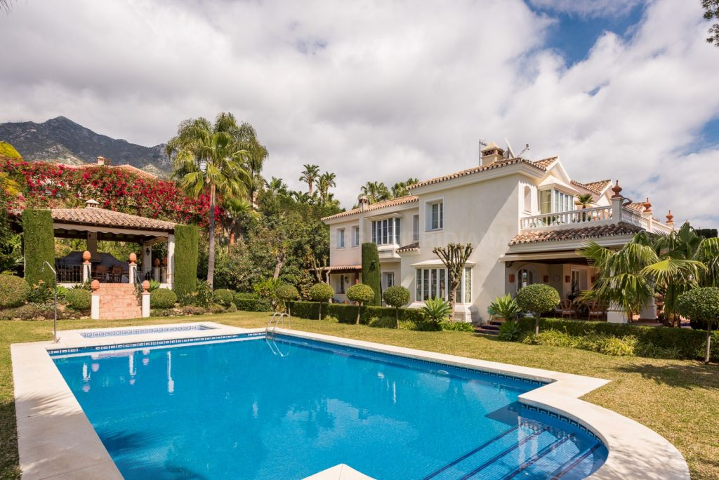 Marbella Golden Mile, Luxurious and elegant villa for sale in Sierra Blanca with sea views, Marbella