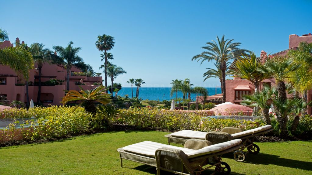 Estepona, Ground floor 3 bedroom aparment with sea views for sale in Cabo Bermejo