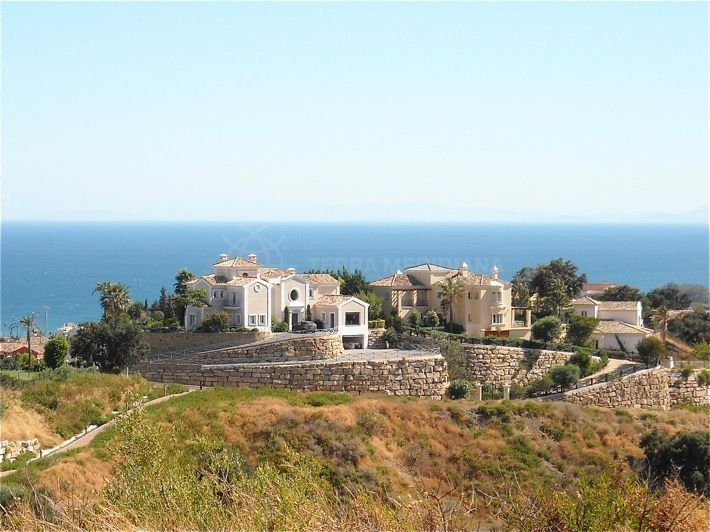 Estepona, Substantial plot with all-encompassing views for sale on the New Golden Mile, Estepona