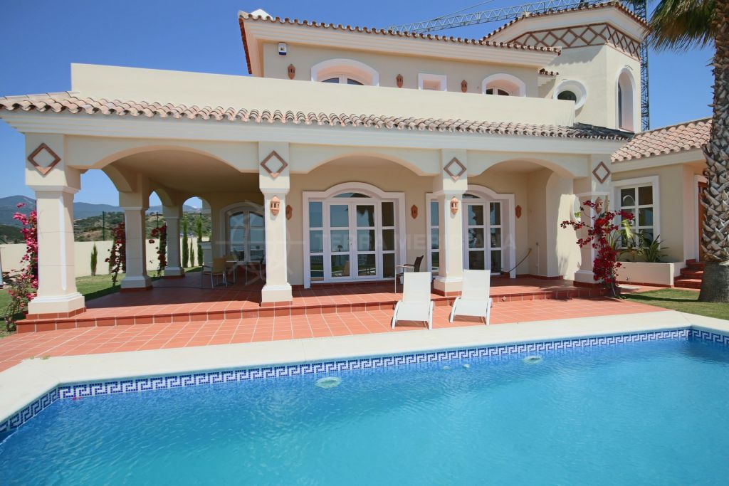 Estepona, Brand-new, classically designed villa for sale, panoramic views and pool, La Panera, Selwo, Estepona