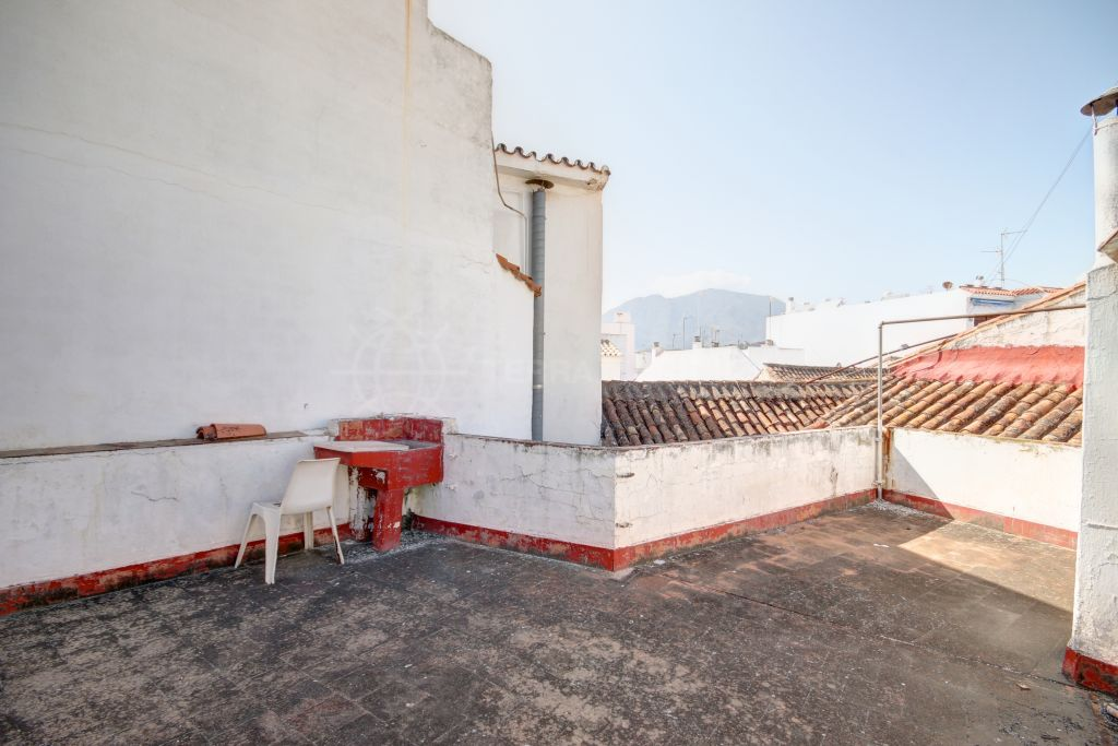 Estepona, Large townhouse for sale, to reform in the old town centre of Estepona, less than 100 metres to the beach