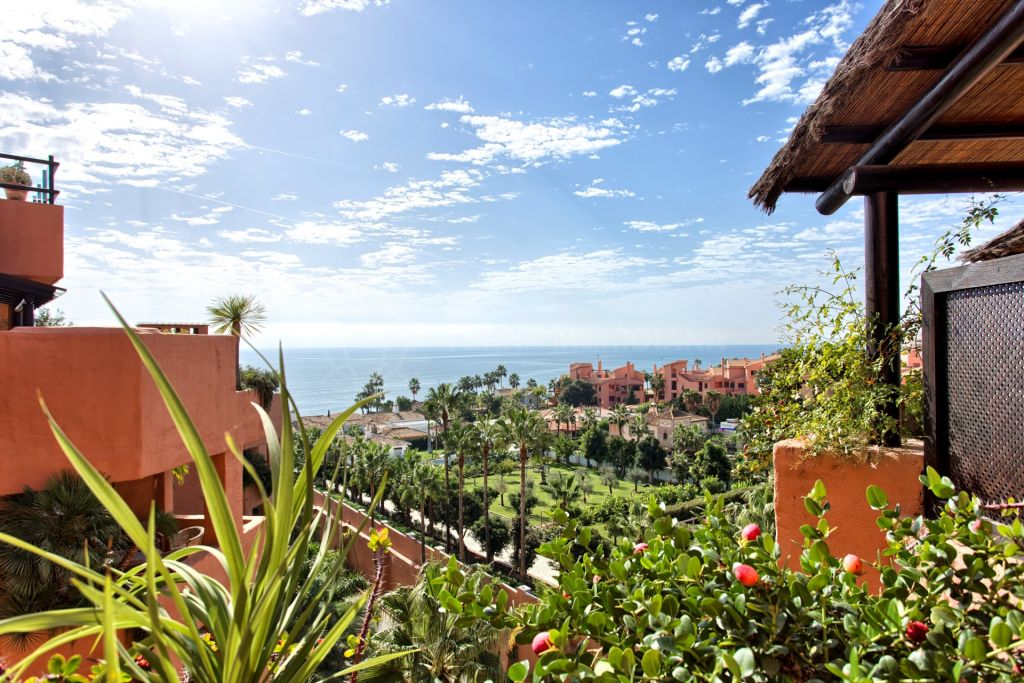 Estepona, Spacious two bedroom southwest facing apartment with open sea views for sale in the Kempinski Hotel, Estepona
