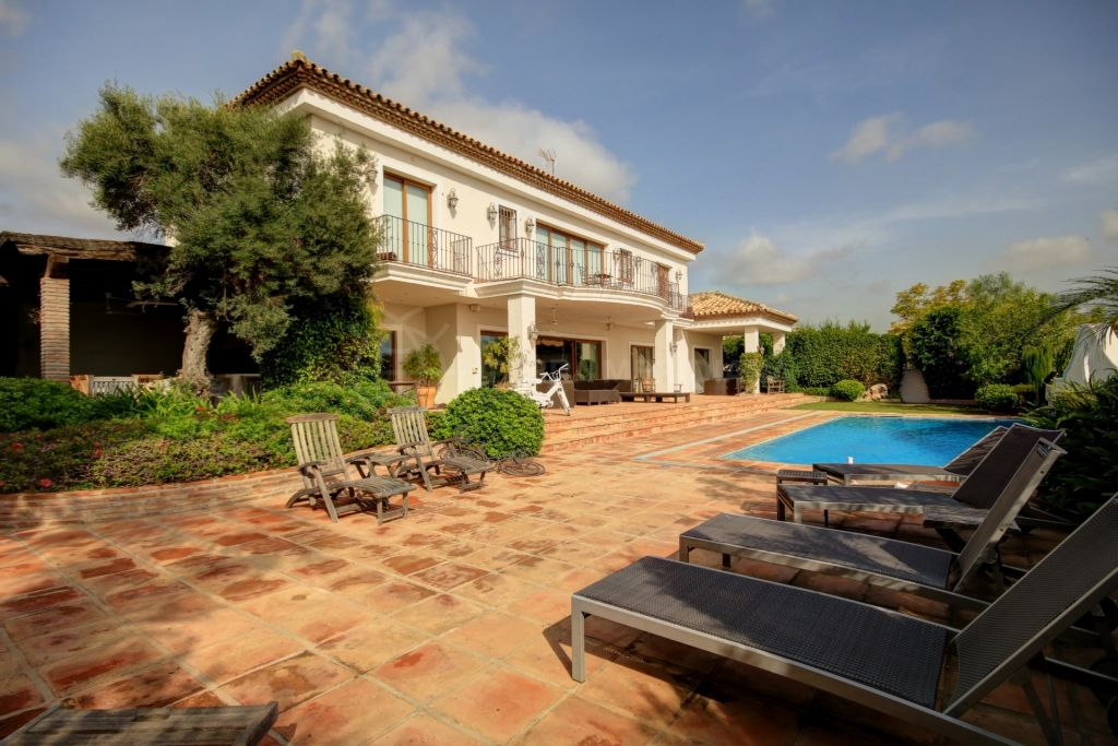 Benahavis, Fabulous villa with south facing views for sale in Monte Halcones in Benahavis, with private swimming pool