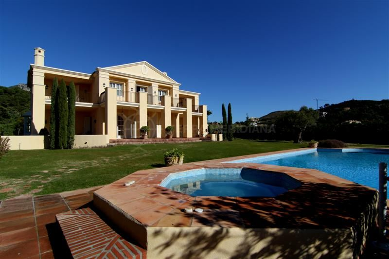 Benahavis, Beautiful 5 bedroom classical villa for sale in Marbella Club Golf Resort with guest apartment, private pool and sea views