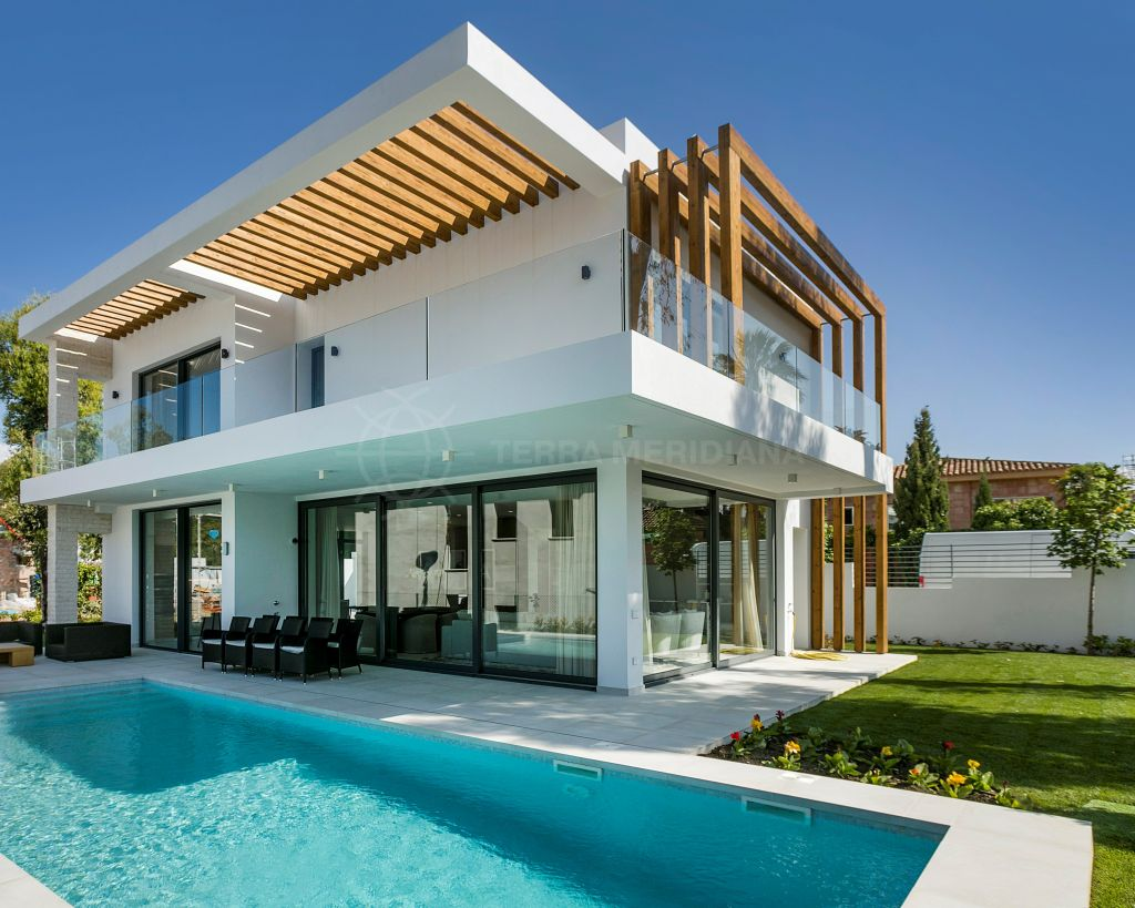 Estepona, 3 bedroom modern villa with private salt water pool and sea views, for sale in Atalaya, Estepona