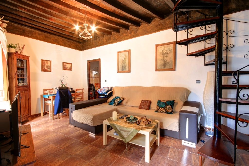 South facing townhouse for sale with large roof terrace in estepona centre - Casa mata malaga ...