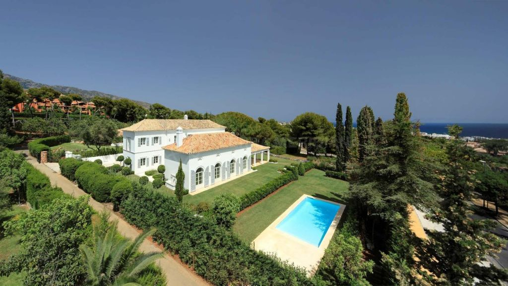 Marbella Golden Mile, Elegant new 5 bedroom Andalusian villa for sale in Nagueles, on a large plot with pool and sea views