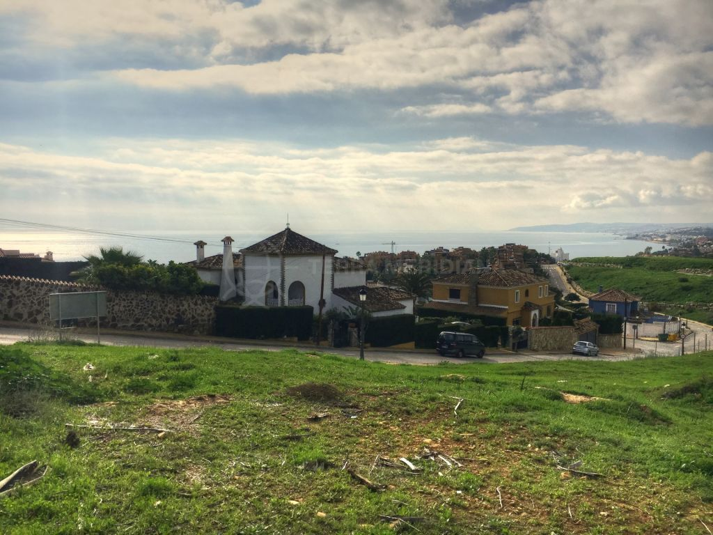 Estepona, Plot for sale in the Seghers in Estepona, with sea views, close to the port and the beach