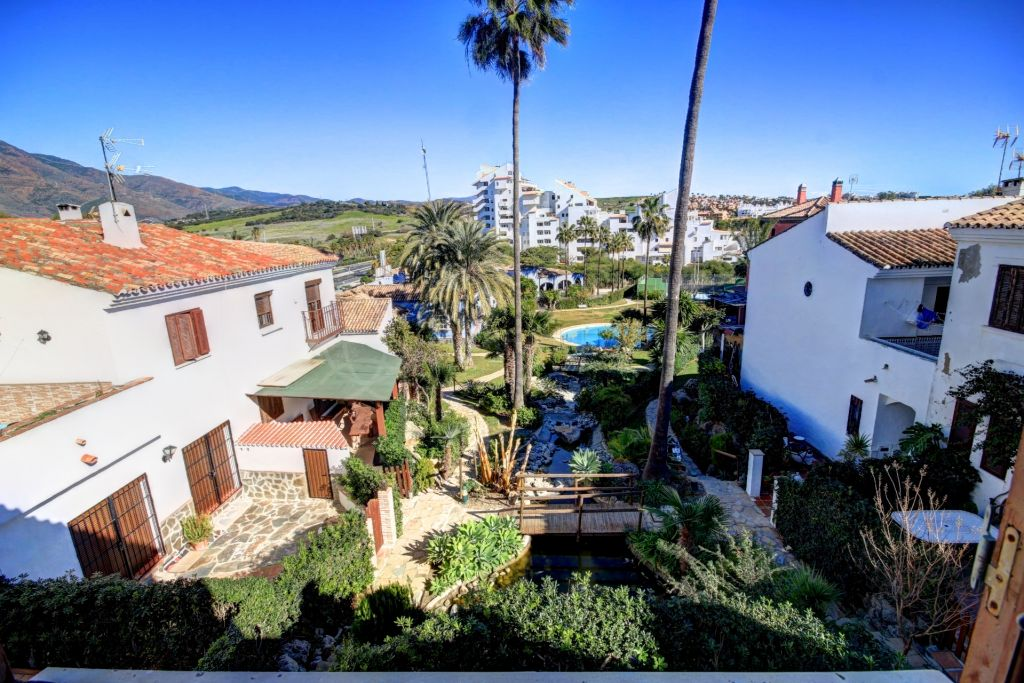 Estepona, Town house for sale in Bahia Azul, en established front-line beach complex close to Estepona port