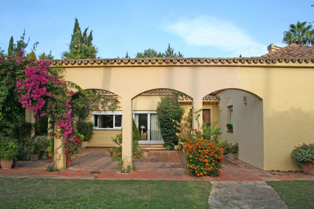 Sotogrande, 4 bedroom villa for sale in Sotogrande Alta with pretty Andalusian courtyard and communal pool