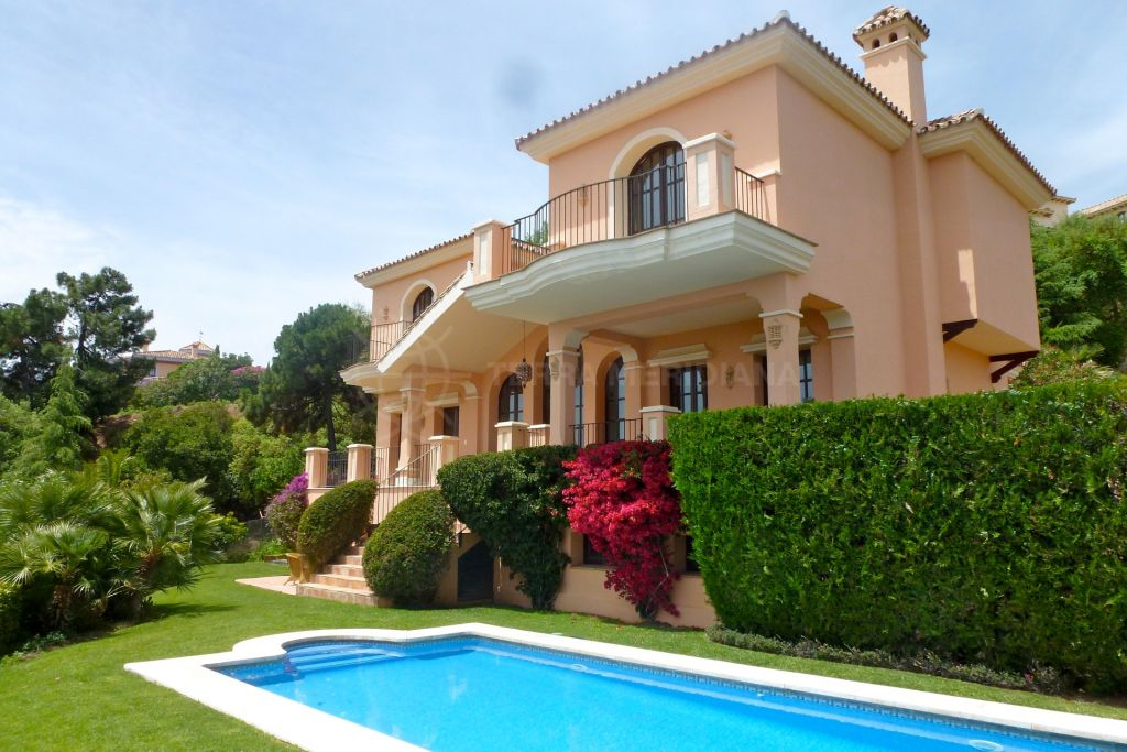 Benahavis, Traditional Andalusian 4 bedroom villa for sale in La Zagaleta, Benahavís, with private pool and sea views