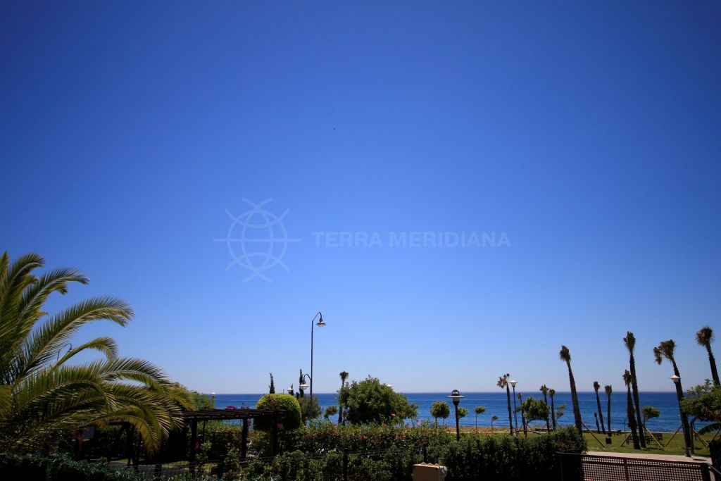 Estepona, Ground floor apartment for sale situated in the frontline beach complex of Playa del Angel in Estepona