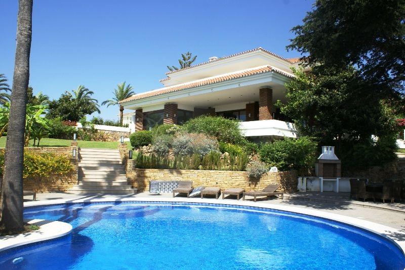 Nueva Andalucia, 5 bedroom contemporary Andalucian villa for sale in La Pera, Nueva Andalucia