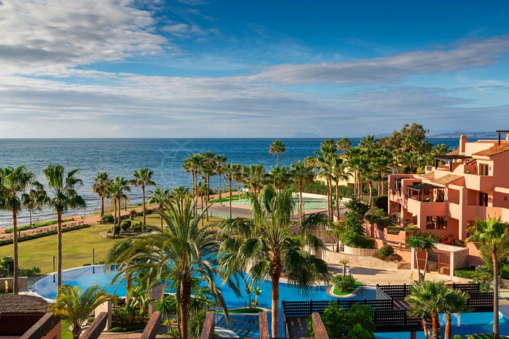 Estepona, Immaculate single level 3 bedroom penthouse for sale in Mar Azul, Estepona beach front complex with indoor and outdoor swimming pools