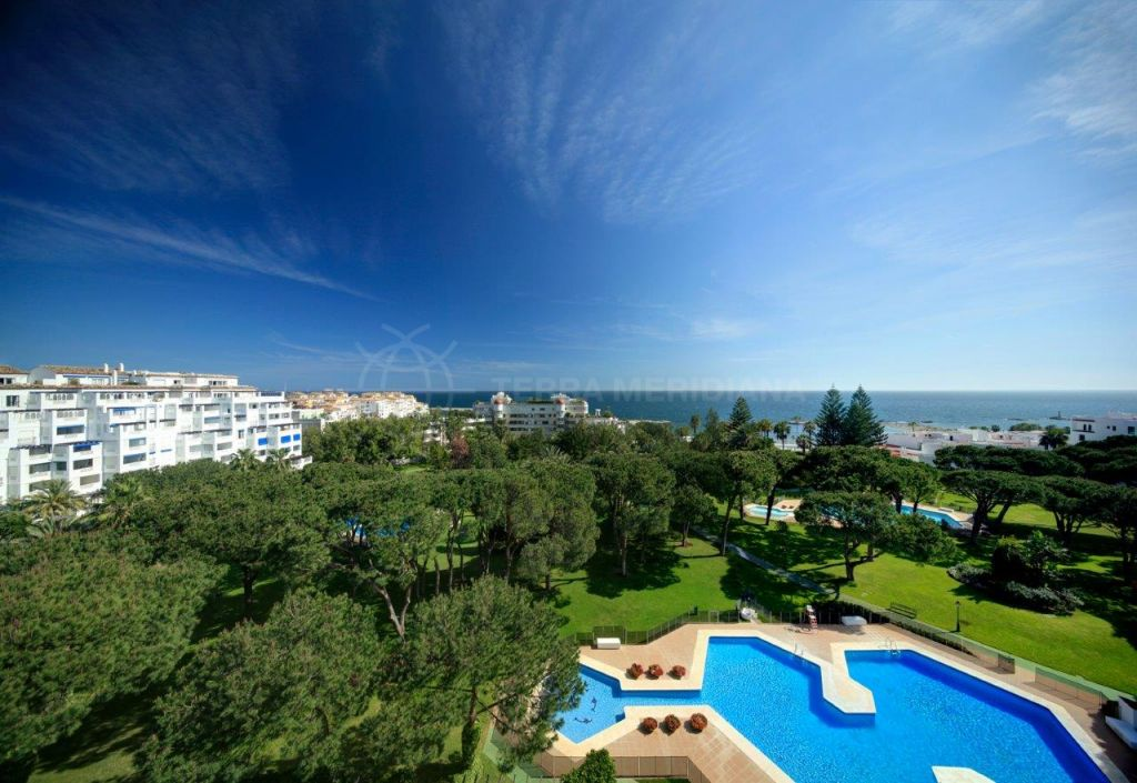 Marbella - Puerto Banus, Stunning penthouse apartment for sale in Playas del Duque, Puerto Banus, Marbella