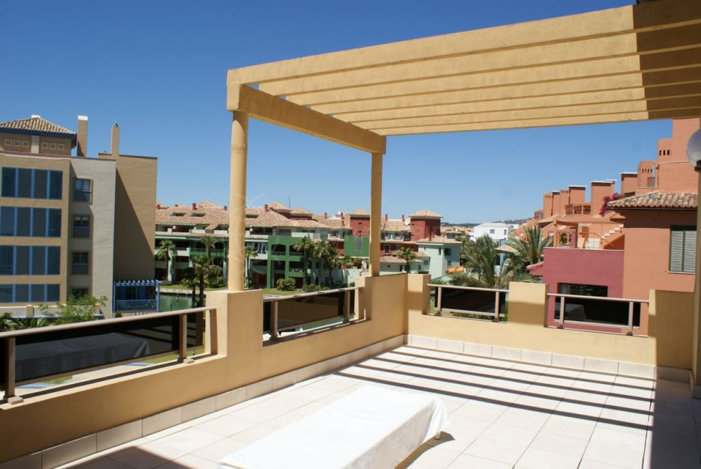 Sotogrande, 3 bedroom penthouse for sale, with spectacular views across the Sotogrande Marina, Cadiz