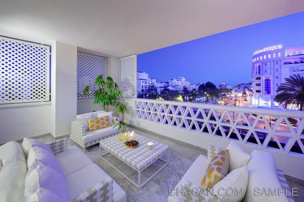 Marbella - Puerto Banus, Elegant middle floor apartment for sale in Playas del Duque, Puerto Banus, Marbella