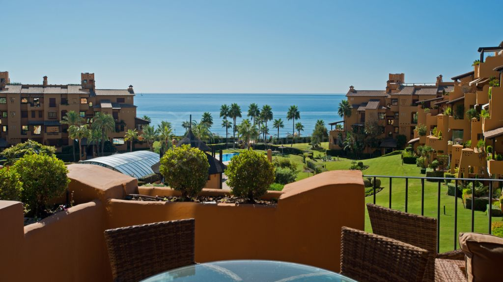 Estepona, Beautiful south facing 3 bedrooms apartment in Los Granados del mar, New Golden Mile
