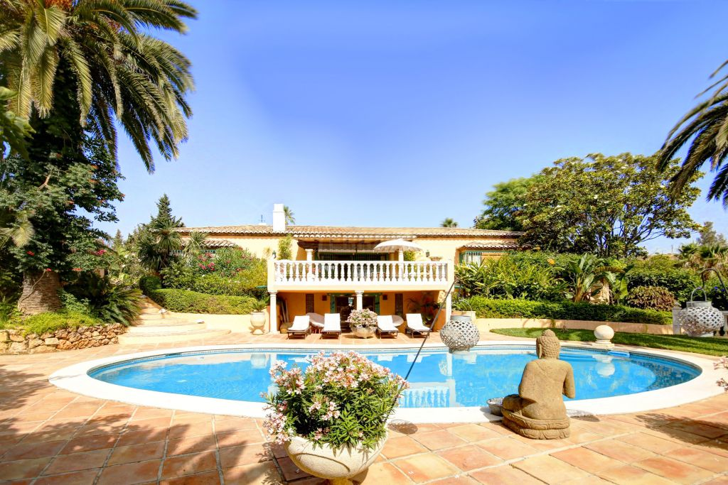 Benahavis, Mediterranean style 4 bedroom villa for sale in Los Flamingos, Benahavis