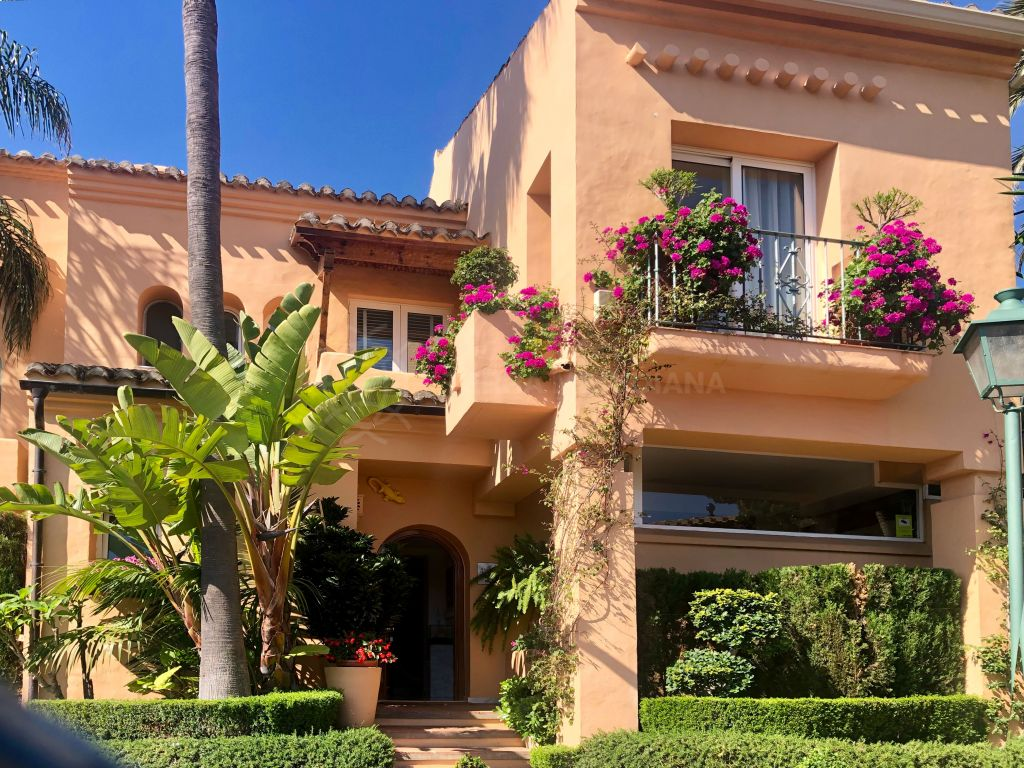 Estepona, Gorgeous 2bedroom townhouse for sale in Alcazaba Beach Townhouses, Estepona