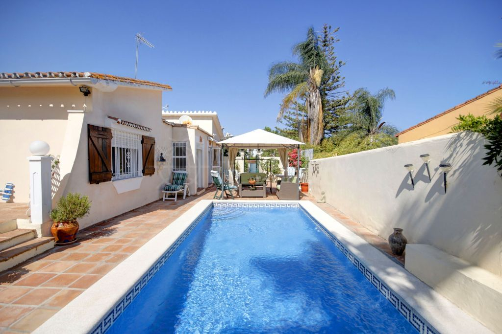 Estepona, Beachside Mediterranean style 4 bed villa for sale in the New Golden Mile, Estepona