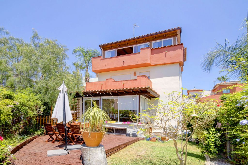 Estepona, Beachside 3 Bedroom Townhouse for sale in the New Golden Mile, Estepona