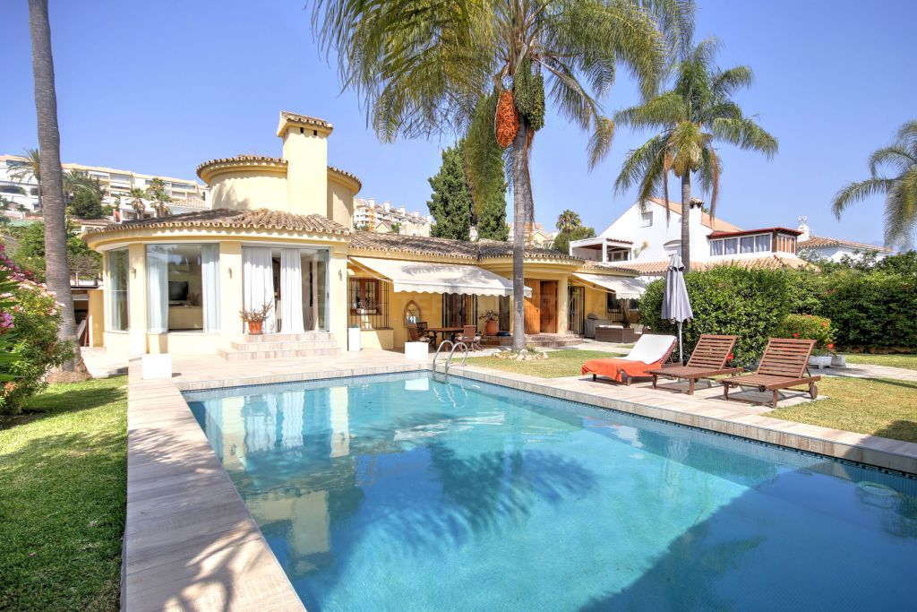 Nueva Andalucia, Beautiful 4bed villa for sale in prime Nueva Andalucia location